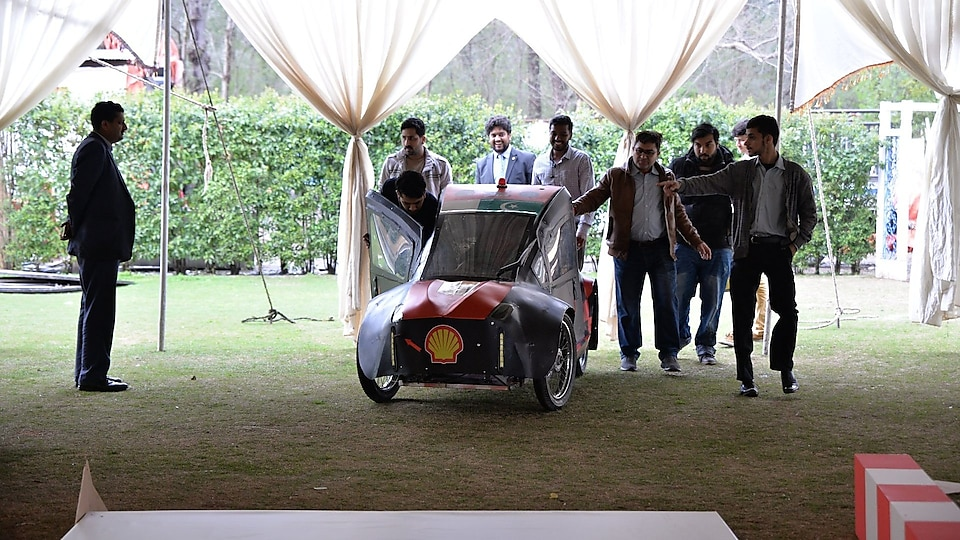 Students with their prototype car